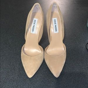 Brand new never worn Steve Madden suede pumps